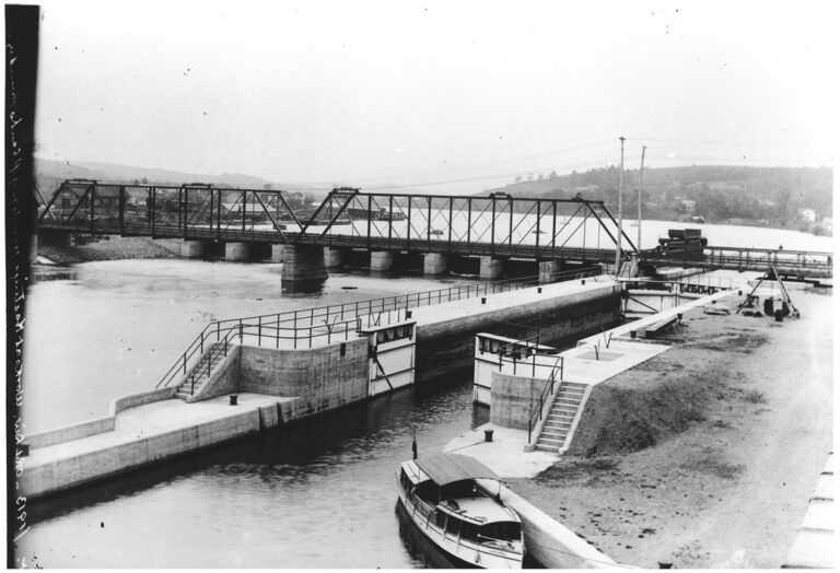 Black and white photo showing Lock 18 in Hastings from decades ago