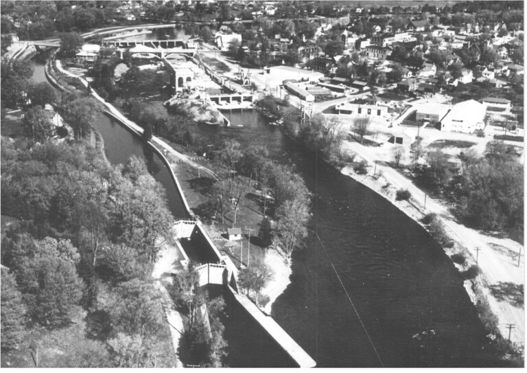 Black and white aerial view of Lakefield decades ago
